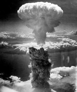 Nagasaki 9 août 1945. Photo prise par Charles Levy à bord du B-29.