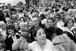Betty Williams et le Peace Womens Movement en 1976. (Photo: Peter Marlow)