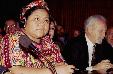 Rigoberta Menchú Tum lors d'une session à l'UNESCO. (auteur inconnu)