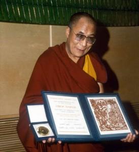 En 1989, le Dalai Lama a reçu le prix Nobel de la paix pour ses efforts de résolution nonviolente des conflits au Tibet. (Photo: inconnu)