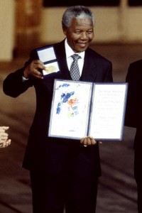 Mandela reçoit le prix Nobel de la paix. (Photo: inconnu)