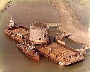 Transport d'un réacteur pour la centrale nucléaire de Gentilly 1, 1968. (Photo: domaine public, banq.qc.ca)