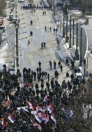 L'image du pont sur l'Ibar, qui sépare Mitrovica nord et sud, est associée aux nombreuses manifestations qui opposent Serbes et Albanais dans la ville. (Photo: inconnu)