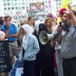 Manifestation en 2004 par Christian Peacemaker Teams à l'extérieur des bureaux de Toronto du Service canadien du renseignement de sécurité (SCRS). (source: CC-BY-SA)