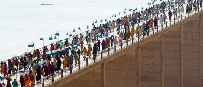 25 000 personnes en marche vers Delhi, pont sur la rivière Chambal, Janadesh 2007, Inde. (Photo: Ekta Parishad)