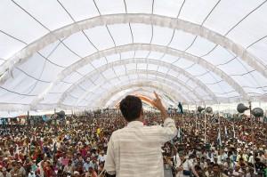 Rajagopal le 2 octobre 2007, au début de Janadesh 2007, une marche de 350 km de Gwalior à Delhi par 25 000 personnes, Inde. (Photo: Ekta Parishad)