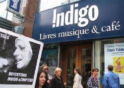 PAJU boycotte devant Chapter's & Indigo