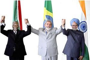 IBAS: les présidents sud-africain Thabo Mbeki et brésilien Luiz Inacio Lula da Silva (au centre) ainsi que le Premier ministre indien Manmohan Singh à droite ont concrétisé l'alliance de leurs trois pays lors du sommet de Brasilia de septembre 2006. (Photo: CC)