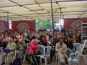 Plus de cinq cents militants de la paix palestiniens, internationaux et israéliens à Bil'in ont participé  à la Deuxième Conférence Internationale sur la Résistance Populaire en avril 2007. (Photo: inconnu)