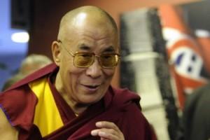 Le Dalaï Lama à son entrée au Centre Bell, octobre 2010. (Photo: Bernard Brault)