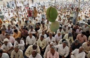 Des villageois de Gujarat protestent contre le projet de centrale nucléaire, en 2011. (Photo: PTI)