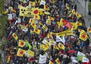 Des dizaines de milliers de manifestants contre le nucléaire, à Berlin le 18 septembre 2010. (Photo: Gero Breloer)