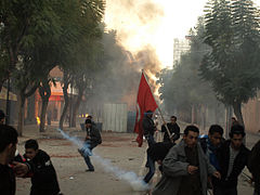 Tir tendu de grenade lacrymogène à Tunis, le 14 janvier 2011. (Photo: CC)