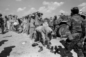 Guerre des six jours: l'armée israélienne procède à l'alignement des prisonniers égyptiens. (Photo: domaine public)