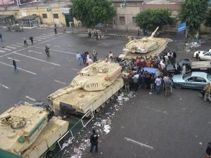 Barrage de chars M1 de l'armée égyptienne le 4 février 2011. (Photo: CC)