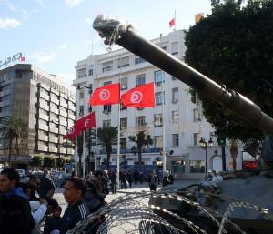 Armée tunisienne sur l'avenue Habib Bourguiba, 22 janvier 2011. (Photo CC)