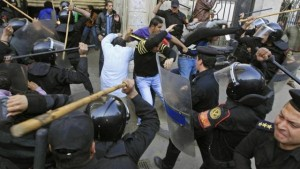 Répression policière au Caire, janvier 2011. (Photo: inconnu)