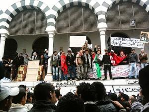 Sit-in à la place de la Kasbah à Tunis, 28 janvier 2011. (Photo: CC)