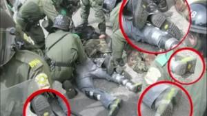 Les bottes des manifestants seraient de la même marque que celles des policiers de la SQ lors d'une arrestation au Sommet de Montebello. (Image: Youtube)