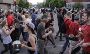 Manifestation de casseroles contre la loi spéciale. (Photo: A. Guedon)