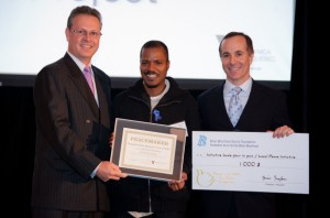 BUMP reçoit la médaille de la Paix, 2011. (Photo: inconnu)