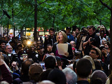 Naomi Klein au park Zuccotti à New York en support du mouvement #OccupyWallStreet. (Photo: Marnie Joyce)