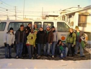 Un groupe devant la Katima-Van à Saint-Hyacinthe, Québec. (Photo: inconnu)