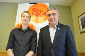 L'agent du projet Katimatik local, Dany Bernier et le coordonnateur du Centre Emmaüs, Martin Yelle. (Photo: inconnu)