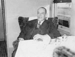 Houde, amaigri, revient en train à Montréal après sa libération du camp en août 1944. (Photo: domaine public)