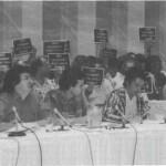 """""""Mon logement n'est pas à vendre"""": Lecture du mémoire du FRAPU en commission parlementaire le 17 août 1987. (Photo: Ross Peterson)"""