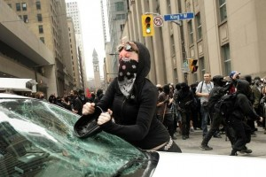 Tactique de type Black Bloc durant la manifestation anti-G20 à Toronto, 26 juin 2010. (Photo: inconnu)