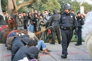 Chaine humaine comme arme non violente. (Photo: inconnu)