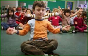 À l'école Saint-André-Apôtre, dans l'arrondissement d'Ahuntsic à Montréal, Marthe Tremblay intègre à son enseignement quotidien de courtes séances de méditation qui aident grandement les enfants à retrouver leur calme et leur concentration. (Photo: inconnu)