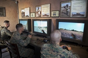 "Soldats utilisant la technologie ""Mobile Counter Interactive Trainer"". (Photo: USC Institute for Creative Technologies)"