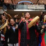 Tambours et danse éclair au Centre Eaton de Toronto, 30 décembre 2012. (Photo: Kevin Konnyu.)