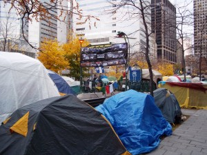 "Campement ""Occupons Montréal"", Square Victoria, 2011. (Photo CC)"