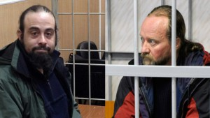 Alexandre Paul et Paul Ruzycki, emprisonnés en Russie. (Photo: Greenpeace and Sergei Eshchenko/Reuters)