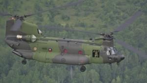 2013: Le Chinook CH-147F a sera rejoint par 14 autres hélicoptères de Boeing dans le cadre du projet d'acquisitions de l'Aviation royale canadienne et du gouvernement du Canada. (Photo: Sergent Paz Quillé, forces.gc.ca)