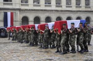 Cercueils des soldats français tués en service en Afghanista. Paris le 19 juillet, 2011. (Photo: Eric Feferberg)