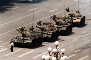 "The ""Tank Man"" trying to block the way of tanks with his own body alone during the Tiananmen Square protests of 1989. (Photo: Jeff Widener)"