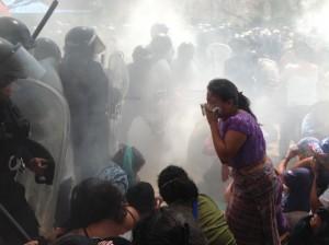 Éviction de La Puya, face aux matraques et aux gaz lacrymogènes, 23 mai 2014. (Photo: inconnu)