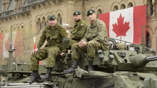 Soldats canadiens sur la colline du Parlement. (Photo: Sgt Jean-Francois Lauzé)