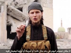 Le canadien John Maguire, aussi connu sous le nom de  Abu Anwar Al-Canadi, menace le Canada dans un vidéo de l'état islamique. (Image: vidéo Youtube)