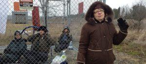 Manifestants-et-Patricia-Domingos-Enbridge-pipeline-9B-photo-Jessica_Lambert_Massicotte-publiee-par-INFOSuroit_com